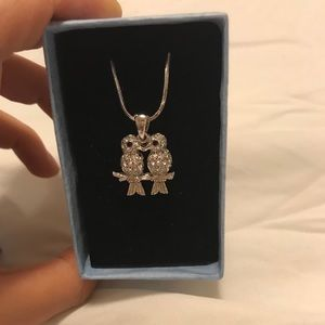 Lovebirds pendant and chain